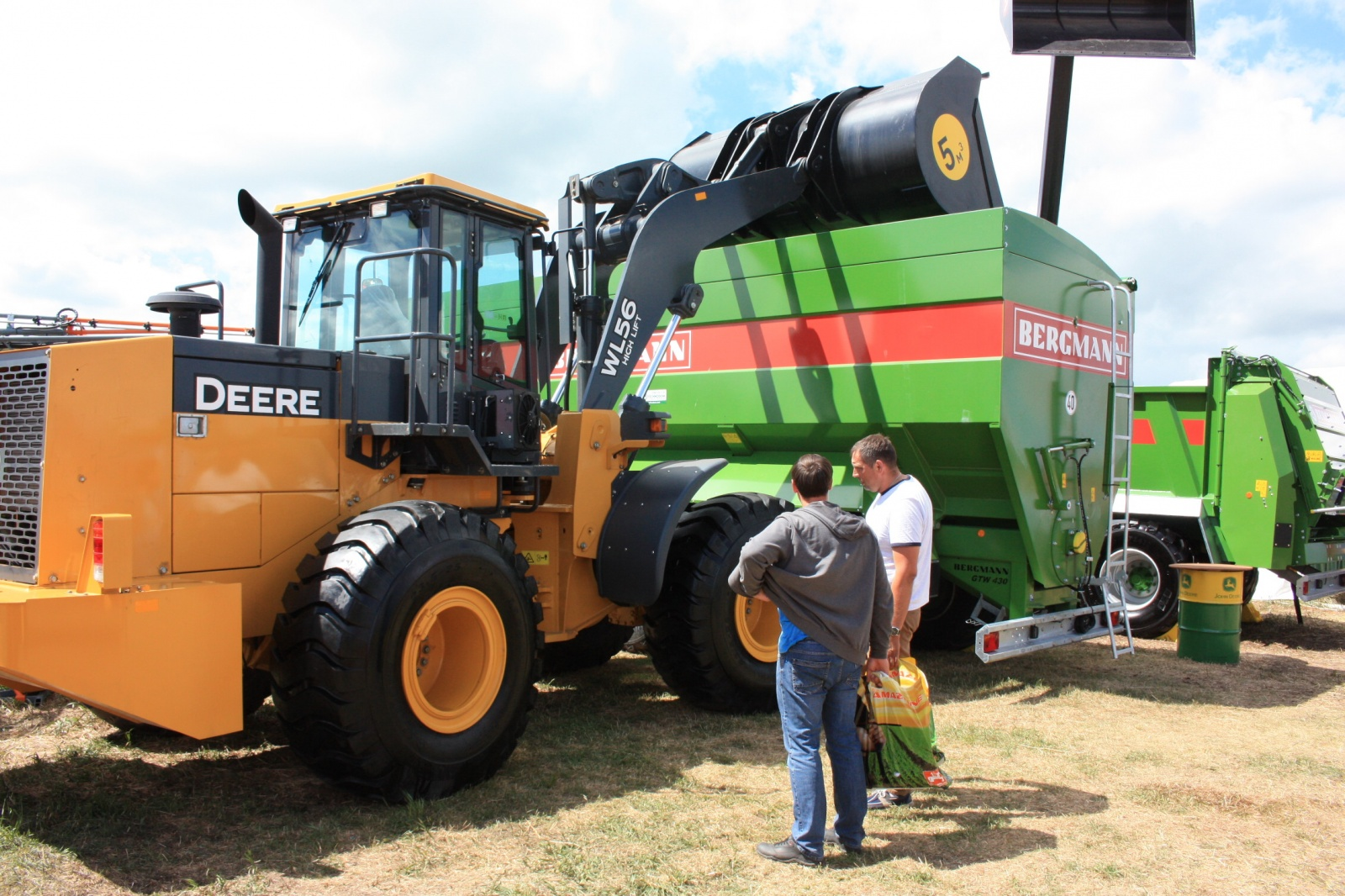 Демонстрация сельскохозяйственной техники John Deere и Bergmann на липецком Дне поля