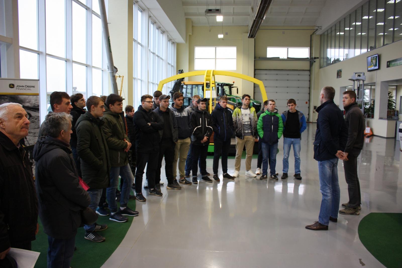 Учащиеся Орловского техникума агробизнеса и сервиса на встрече с сотрудниками «Технодома»