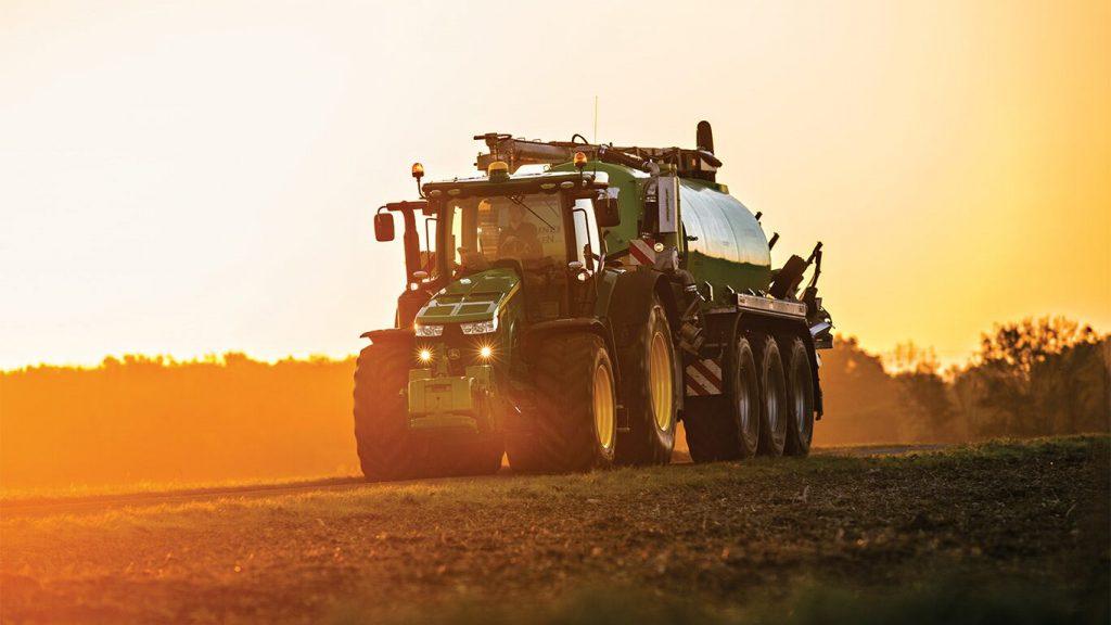 Трактор 8225R
