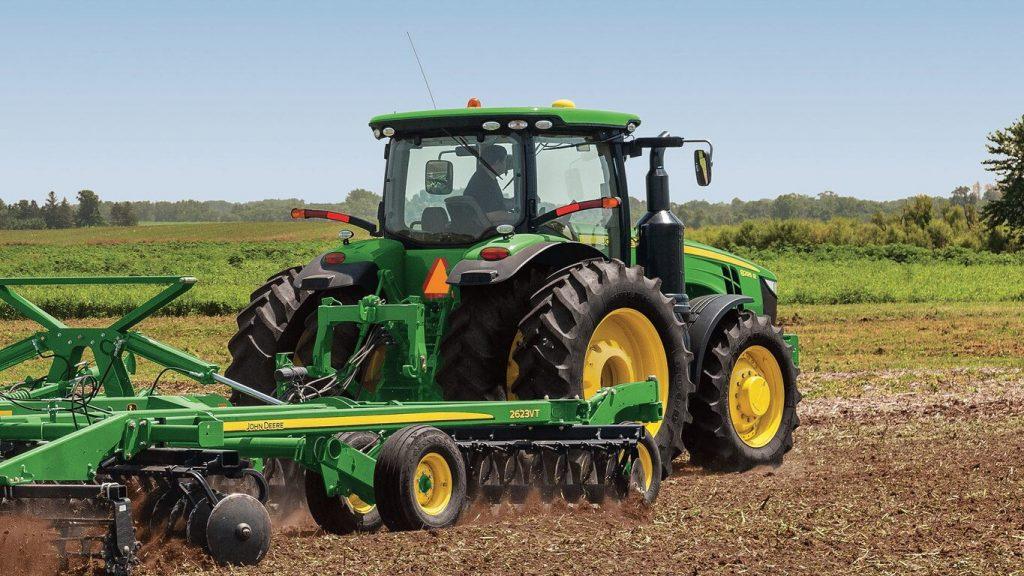 Трактор 8320R