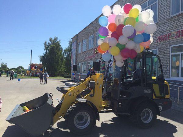 Сладости, воздушные шары, конкурсы и батут — то, что приносит радость детям