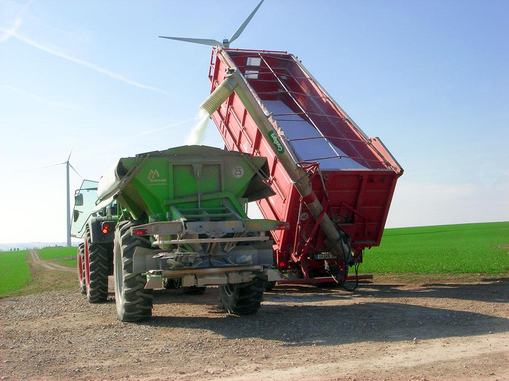Фото Шнеки серии DF с гидравлическим складыванием с боковым типом регулировки высоты при помощи гидравлических цилиндров