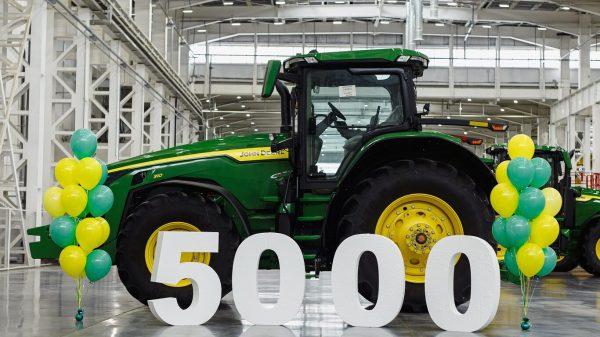 С конвейера завода John Deere в Оренбурге сошла 5000-я единица техники